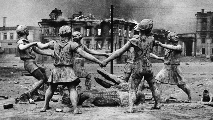 "Stalingrad, ""Barmaley"" fountain during WWII"