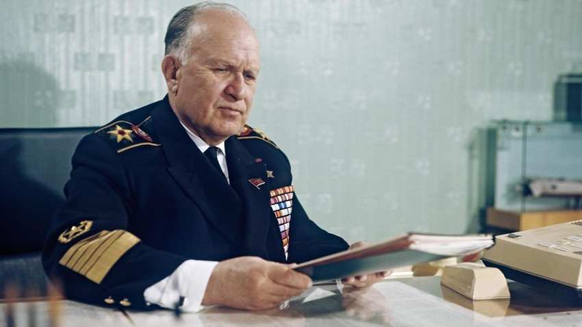 Командантот на Воената морнарица, адмирал на флотата на Советскиот Сојуз Сереј Григориевич Горшков.