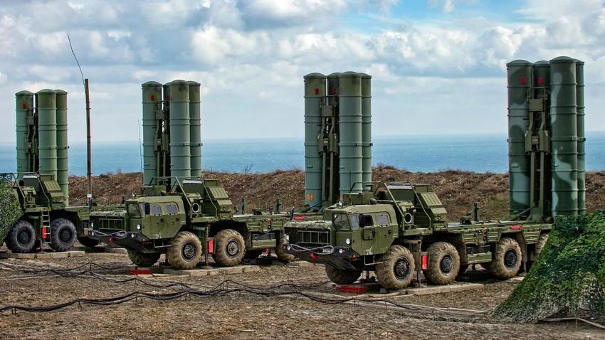 """Противваздухопловни ракетни систем С-400 """"Тријумф""""."""