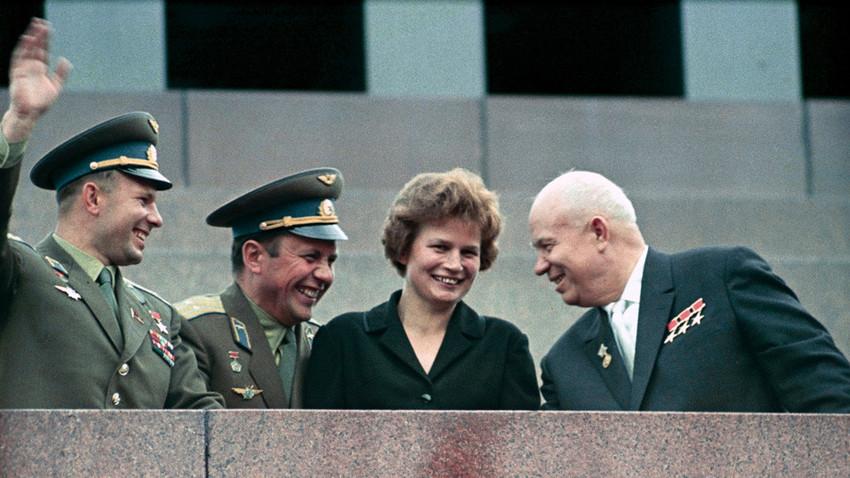 Nikita Jrushchov, Valentina Tereshkova, Pavel Popovich, Yuri Gagarin