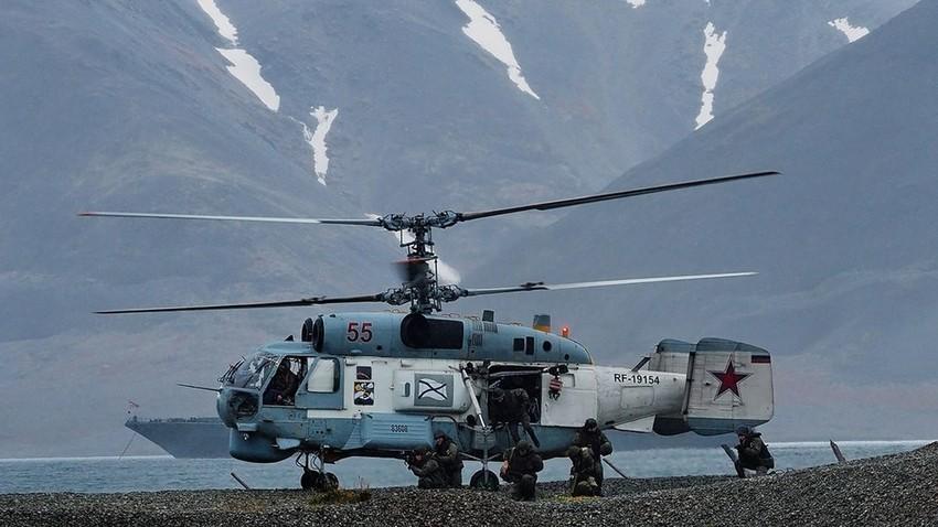 Ejercicio de la agrupación ártica de la Flota del Norte para desembarcar y defender la costa de Chukotka durante las maniobras Vostok-2018
