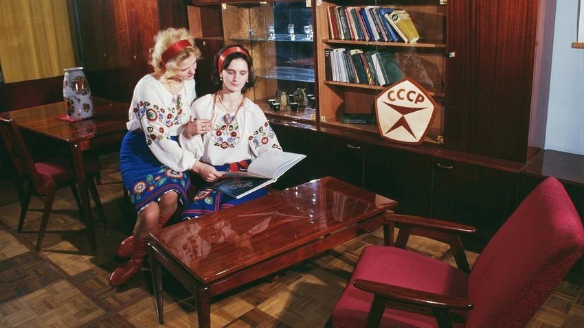 "Производи на фабриката за мебел ""Житомир"""
