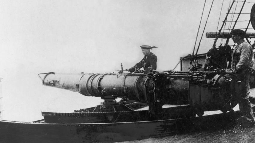 Товарање на торпедо. (Сликата е симболична)