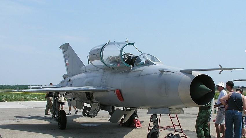 Caza de entrenamiento biplaza MiG-21UM.