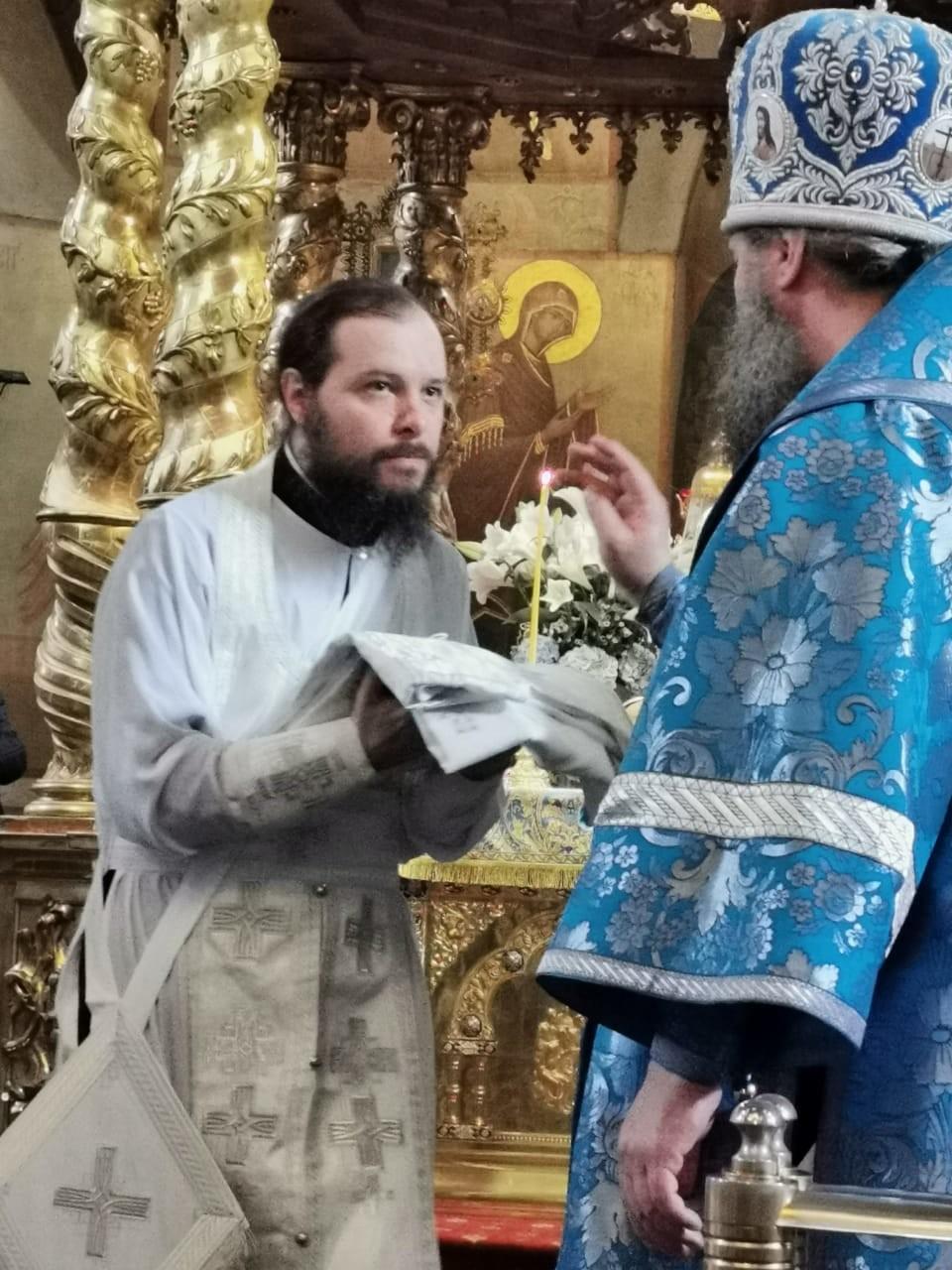 Patriarch Kirill (kanan) melantik Pitirim Dondenko sebagai Uskup Kristen Ortodoks  untuk Jakarta.