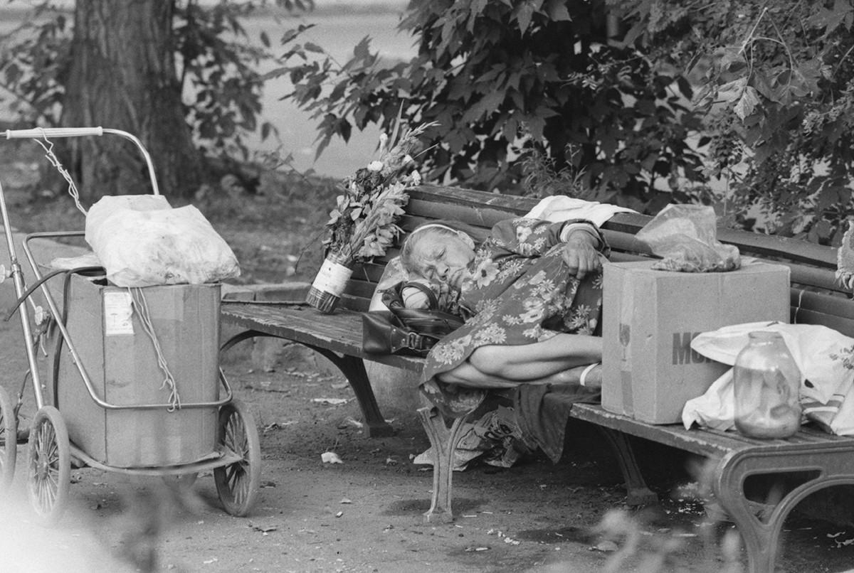 Бездомный возле Киевского вокзала в 1989 году.