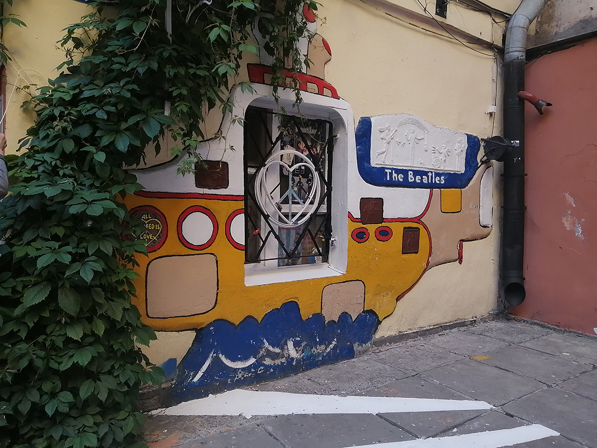 The bas-relief of the 'Yellow Submarine'.