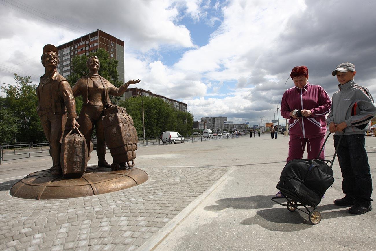 Monument aux tchelnoks à Ekaterinbourg, la plus grande ville de l'Oural