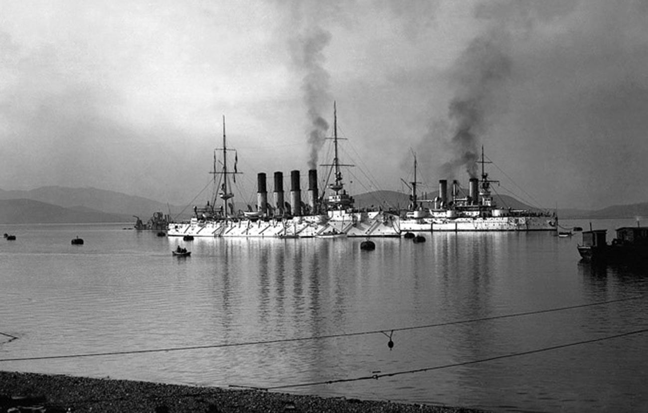 Бродови руске ескадре укотвљени у Порт Артуру.