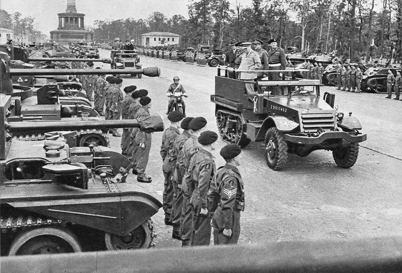 Desfile de la Victoria Británica en Berlín, julio de 1945.