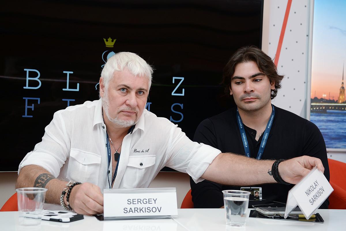 Продуцентът и кинорежисьор Сергей Саркисов вляво и творческият продуцент Николай Саркисов представят проектна Blitz Promotions