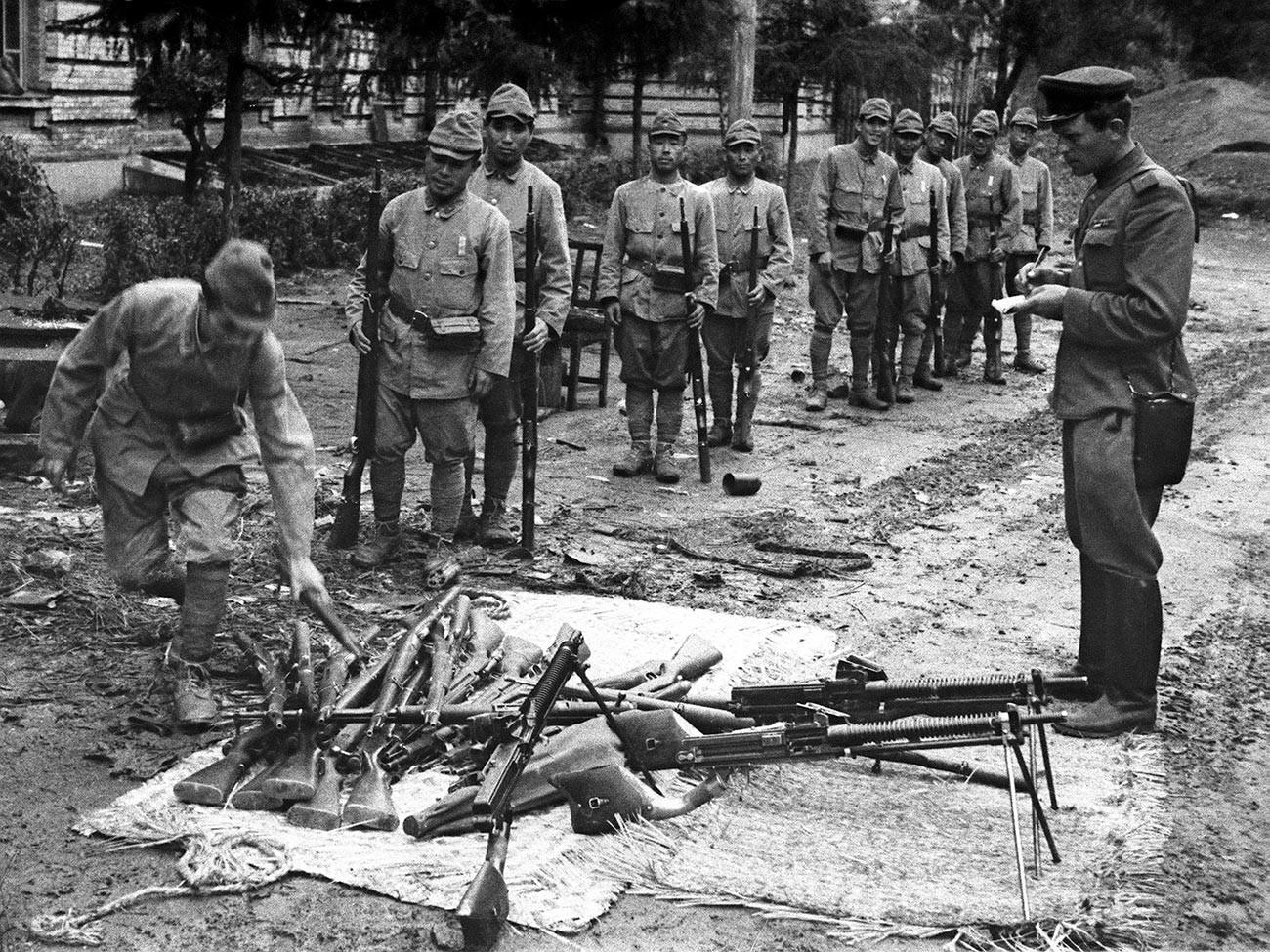 Druga svetovna vojna, avgust 1945: Zlom Japonskega imperija. Mandžurska operacija od 9. avgusta do 2. septembra 1945. Kapitulacija Kvantunške armade.
