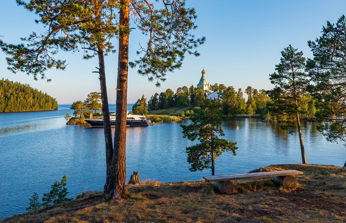 La baia dove si trova il Monastero di Valaam