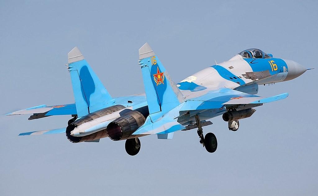 Su-27 kazajo