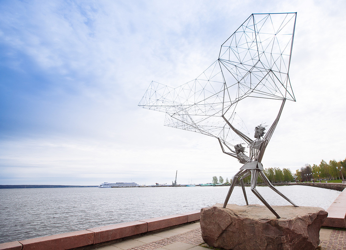 Fishermen, simbol of Petrozavodsk city, sculpture on Onega embankment, gift from American twin-city Duluth.