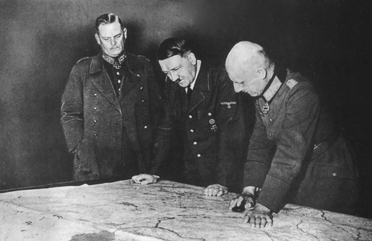 Адолф Хитлер и Вилхелм фон Леб у Малнави