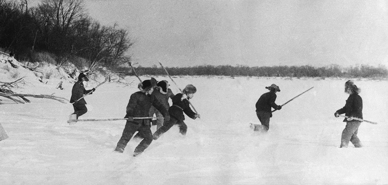 ソ連の国境警備隊がダマンスキー島を守る
