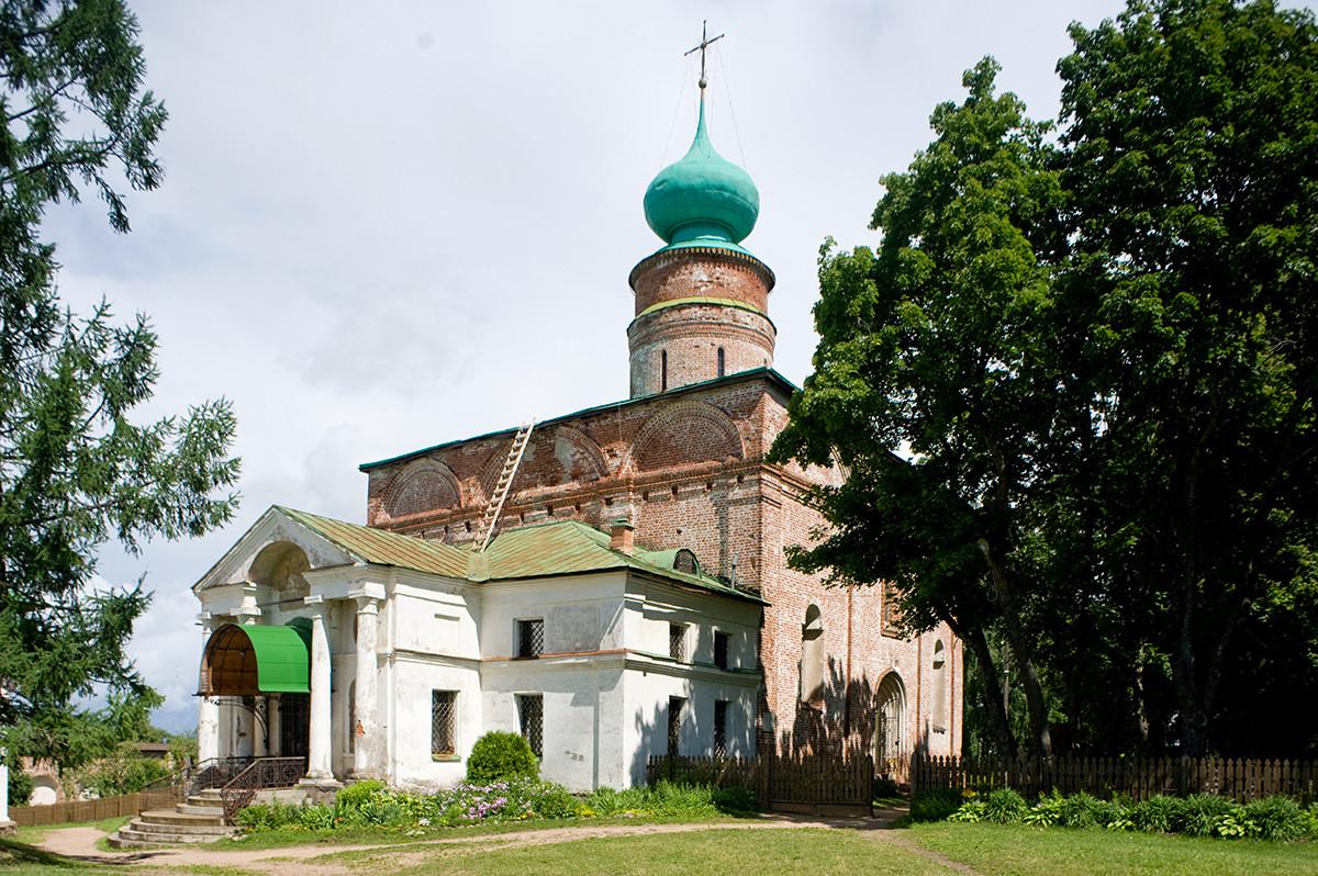 Cathédrale Saint-Boris-et-Saint-Gleb du monastère Saint-Boris-et-Saint-Gleb. Vue sud-ouest.