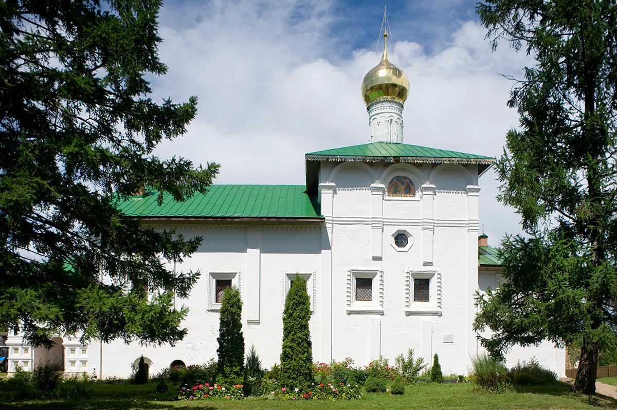 Monastère Saint-Boris-et-Saint-Gleb. Réfectoire de l'église de l'Annonciation. Vue sud.