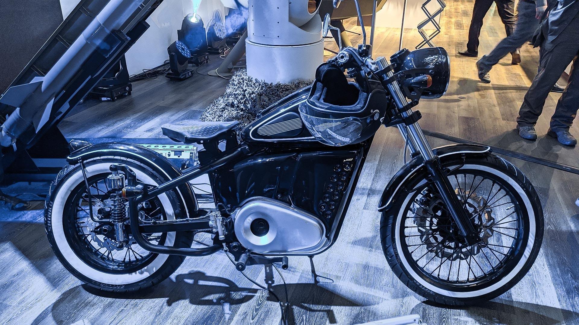 La nuova moto elettrica Izh-49