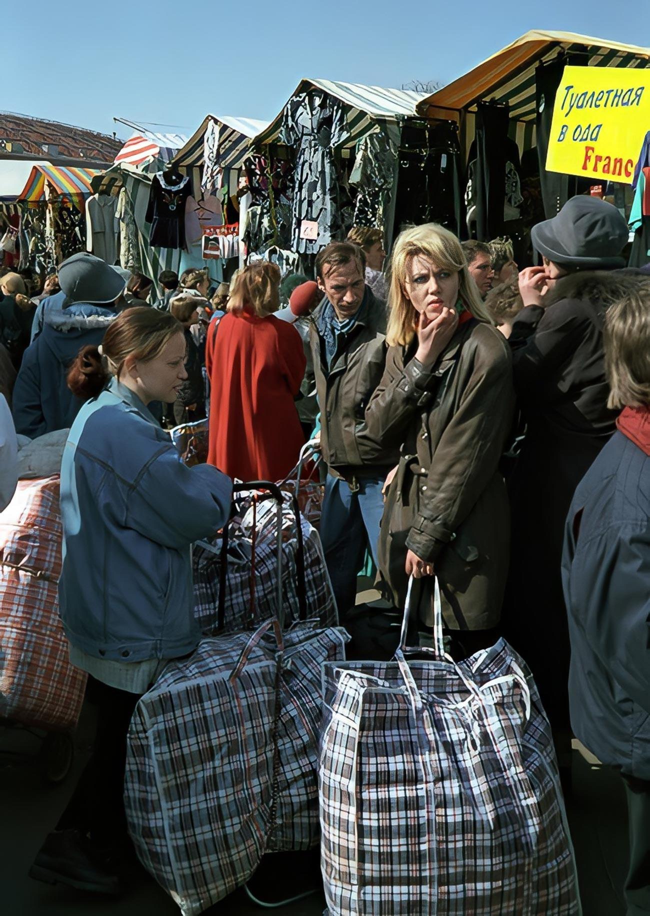 Mercado em Moscou, década de 1990.