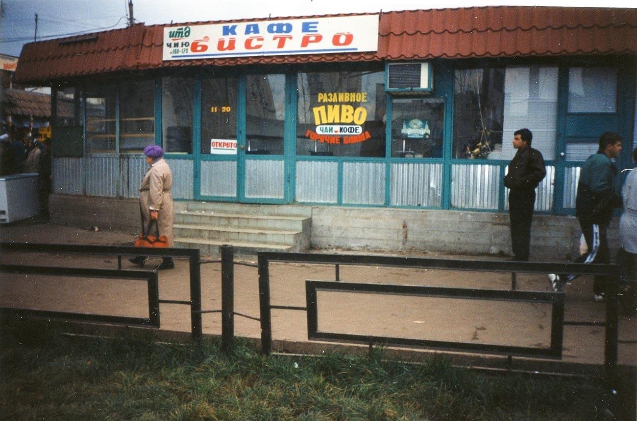 Mercado Domodedovski, no sul de Moscou, na década de 1990.