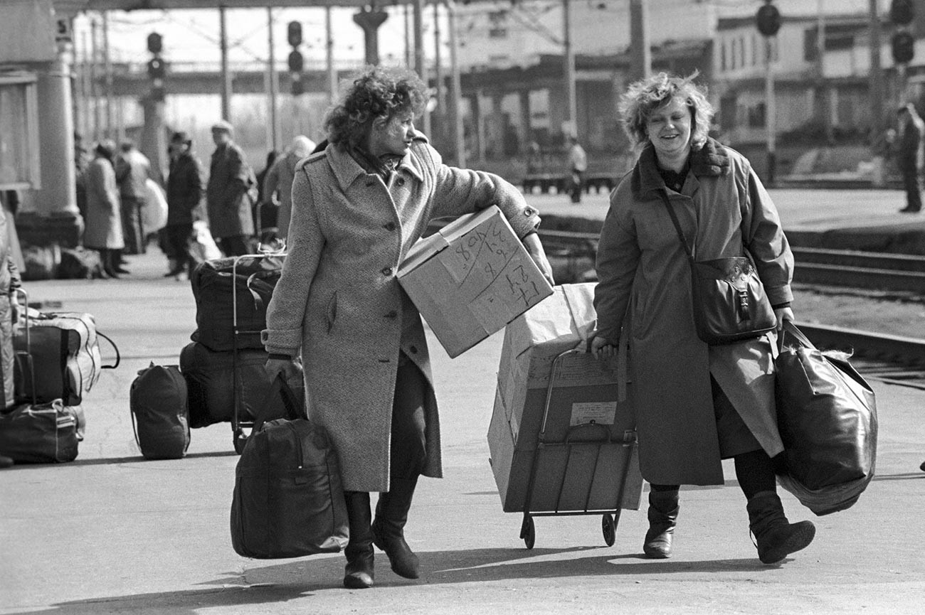 """Mulheres """"tchelnók"""" em 1993."""