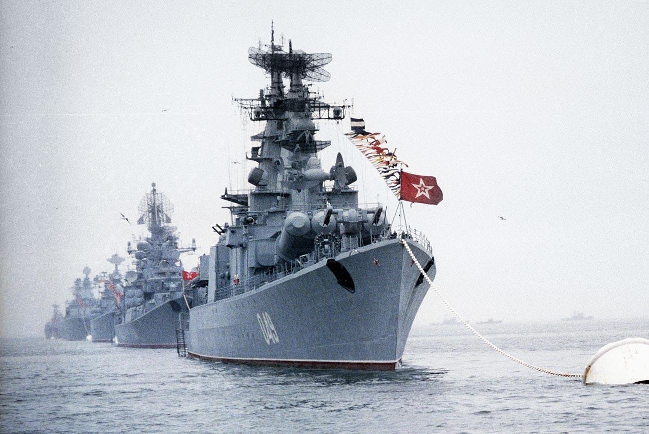 Celebration of the Soviet Navy Day in Vladivostok, 1986.