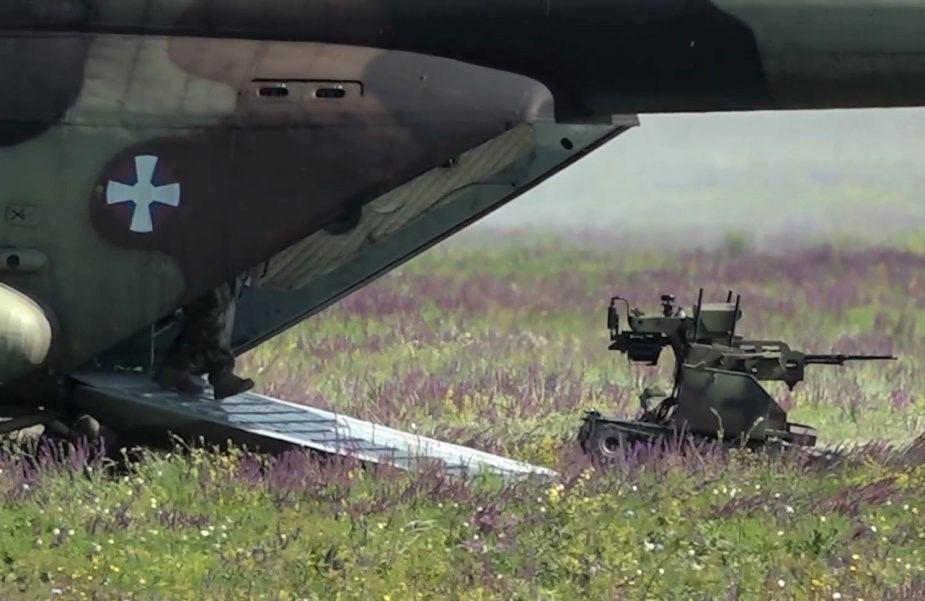Ми-17В-5 и борбени робот