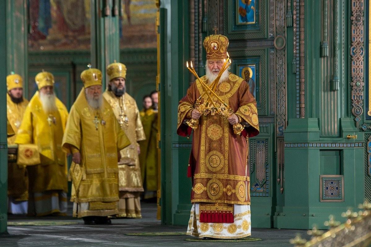Il Patriarca Kirill durante la benedizione della principale cattedrale delle forze armate russe costruita nel parco