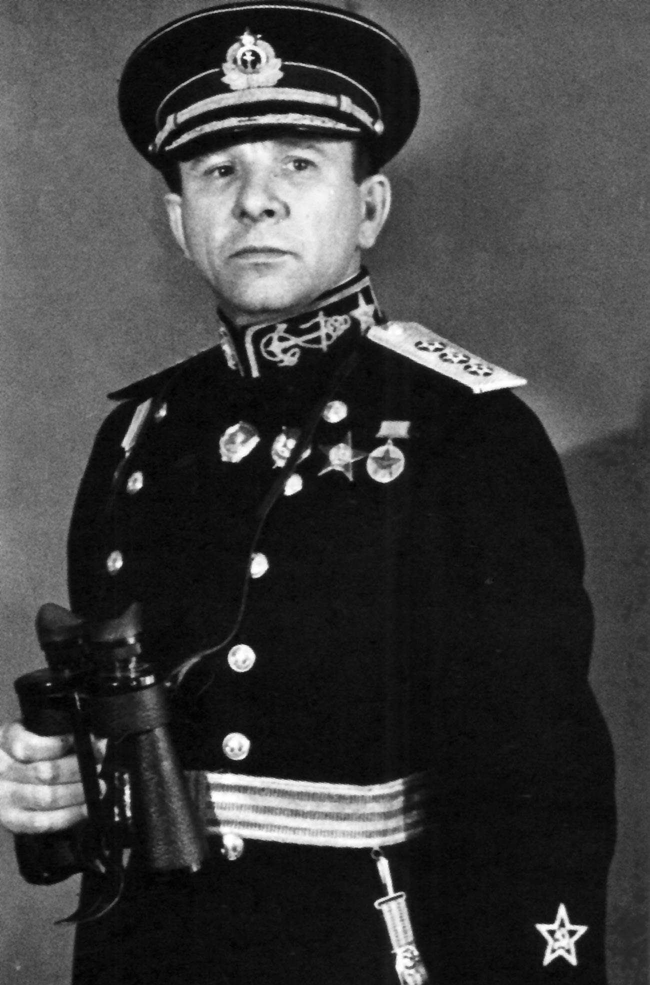 O comandante naval Vladímir Filippovitch Tributs (1900-1977), que liderou a evacuação de Tallin.