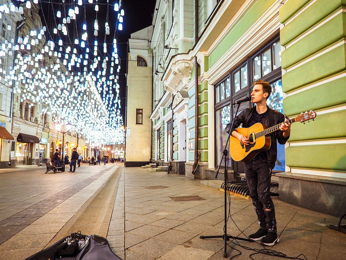 Performance at the Stolechnikov Lane.