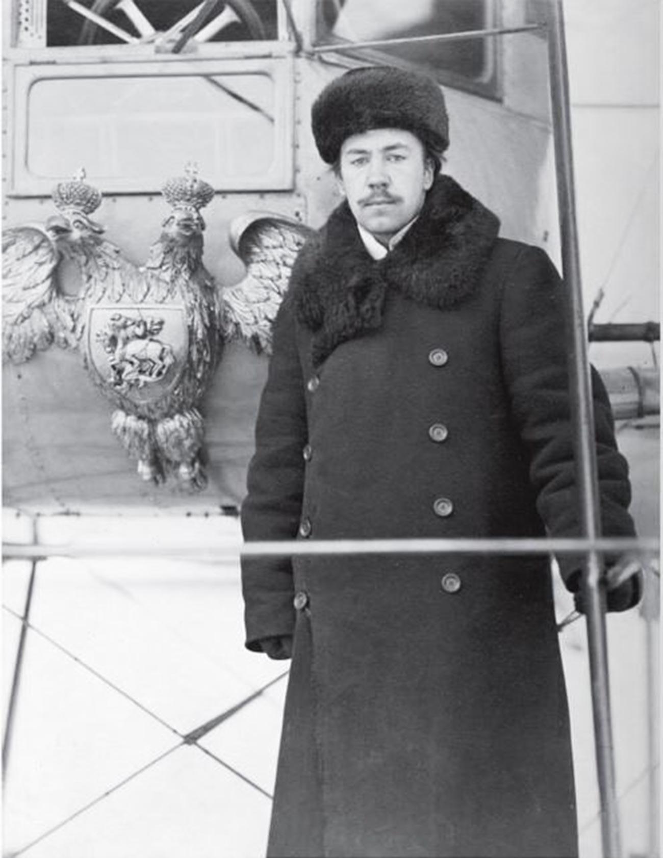 Sikorski na sprednji platformi prvega primerka letala Ilja Muromec (1913-1914)