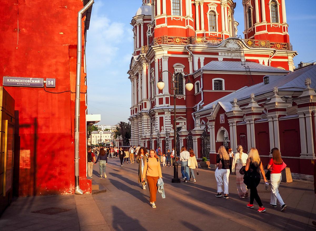 Klimentovskij pereulok, cerkev sv. Klimenta