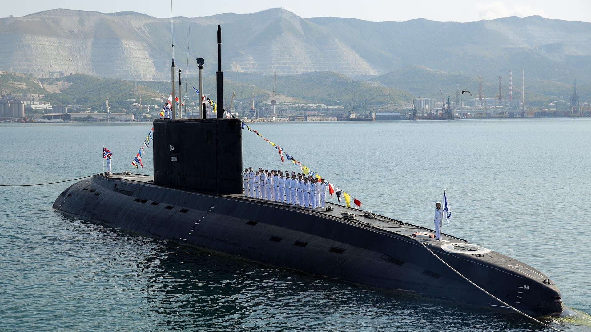 Submarino diesel-elétrico B-271.