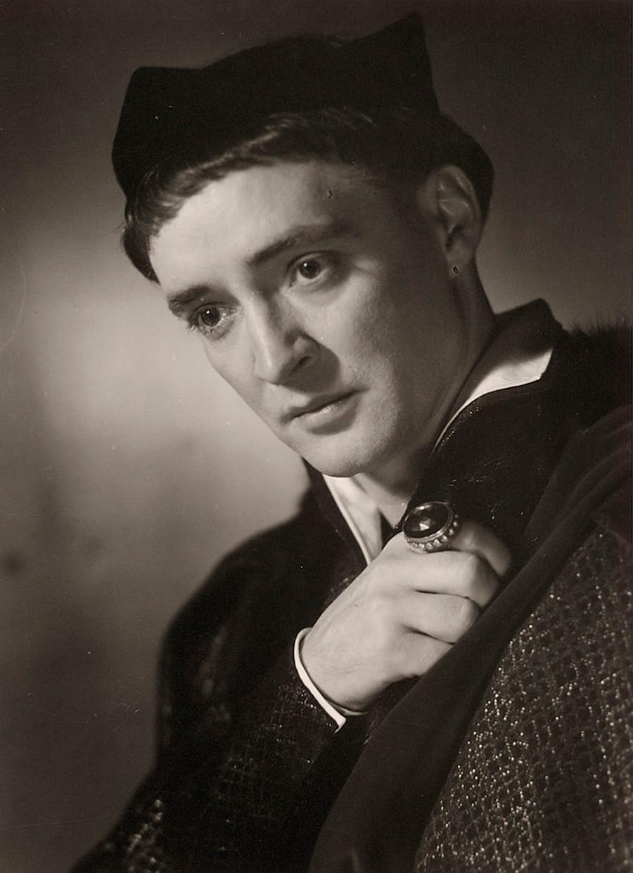 オーストリア俳優オスカー・ウェルナーが演じるヘンリー五世役