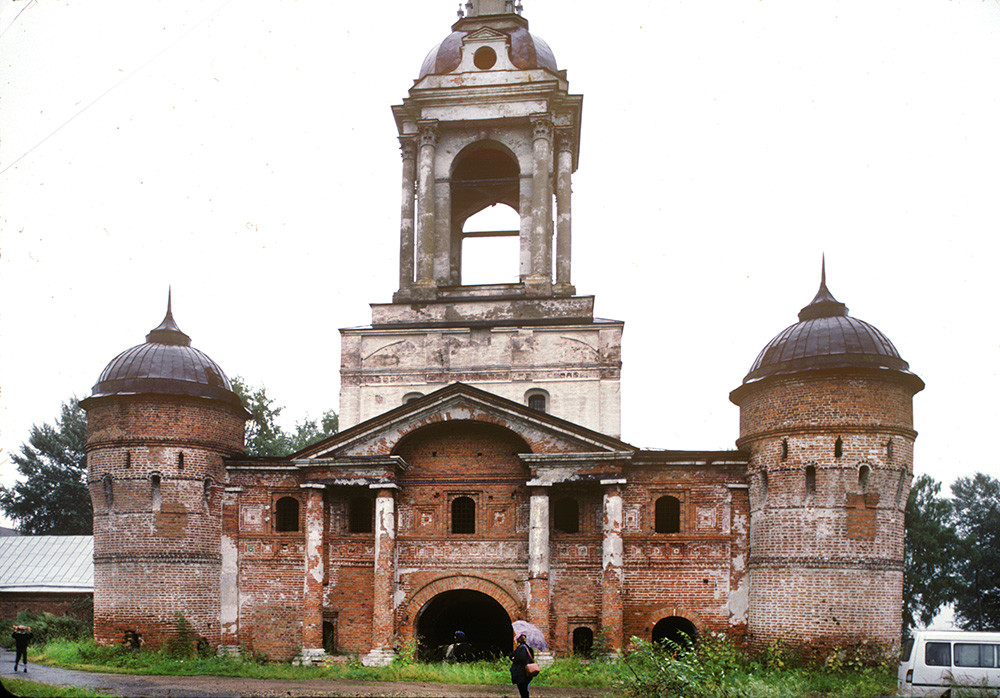 St. Avraamy Epiphany Monastery. Church of St. Nicholas over Holy Gate, west view before restoration. August 5, 1995