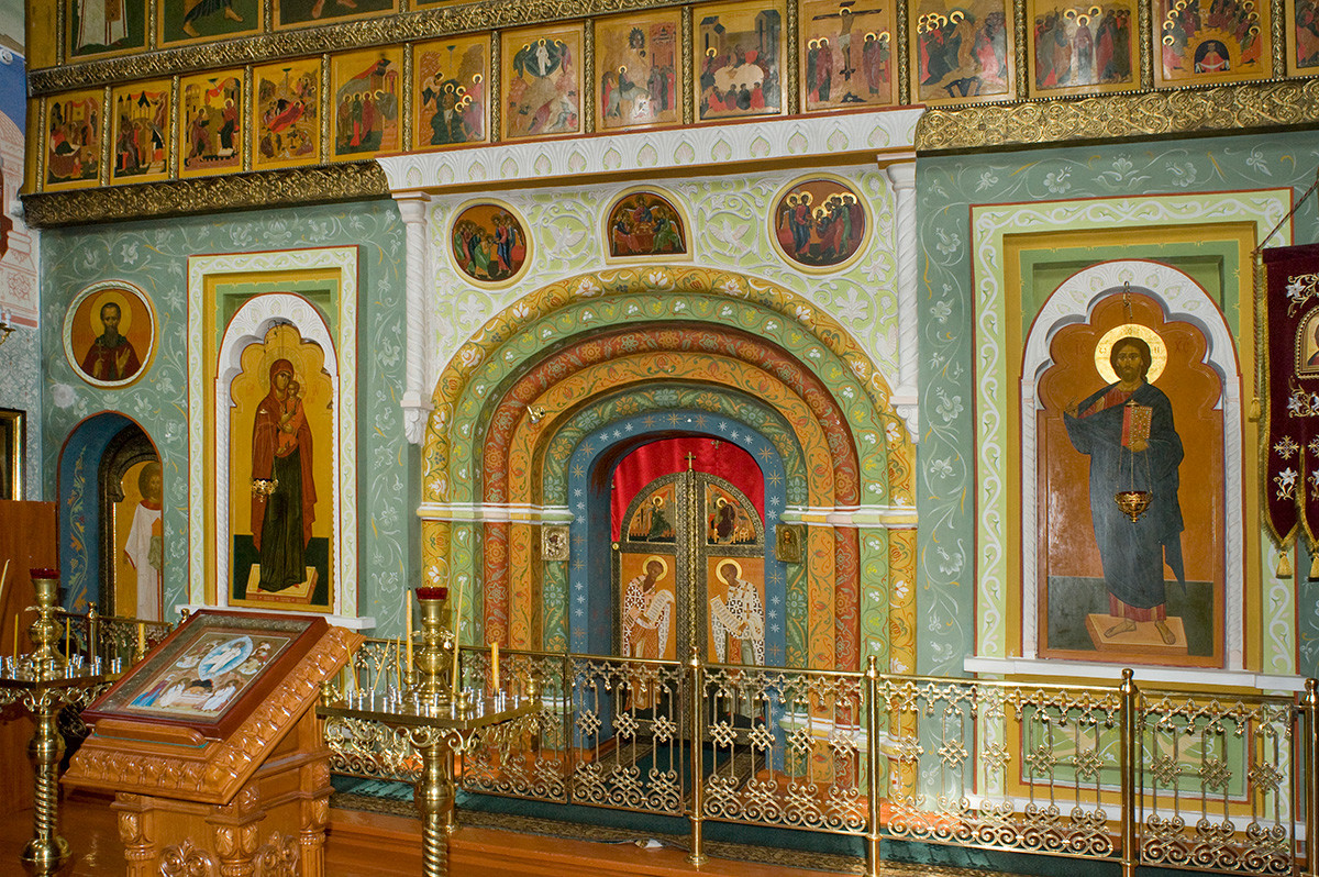 St. Avraamy Epiphany Monastery. Church of St. Nicholas over Holy Gate. New icon screen. July 6, 2019