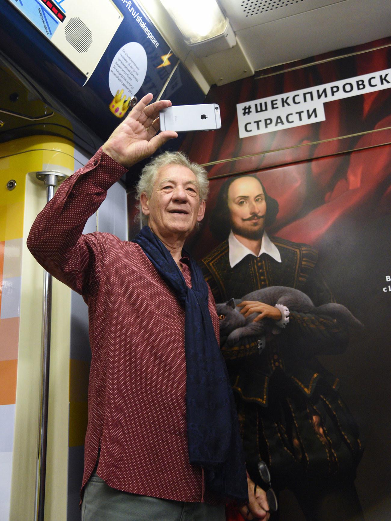 Ian McKellen rides Shakespeare train in Moscow metro.