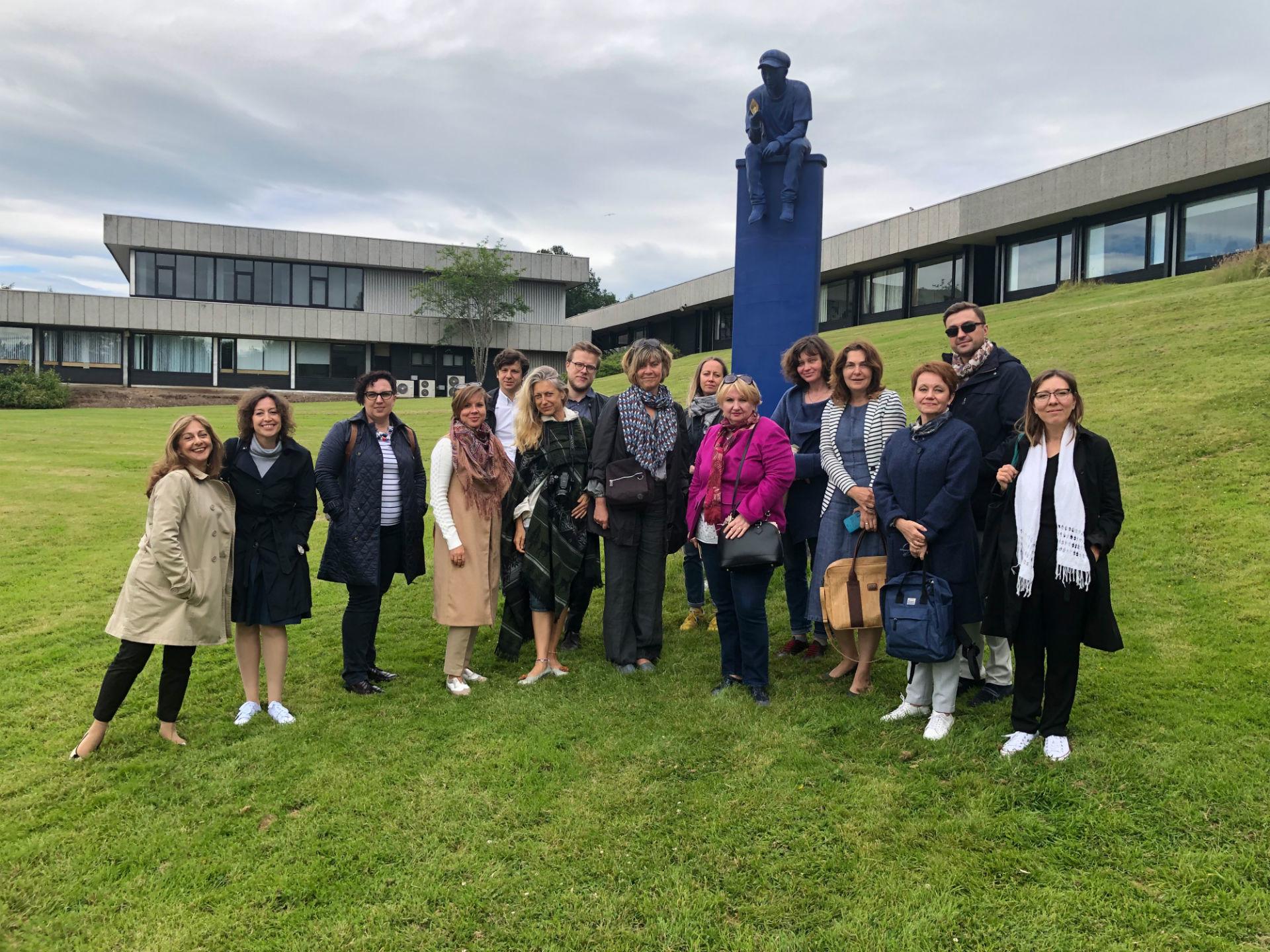 Igor et Antonina à l'Université de Stirling (Ecosse) avec leurs partenaires, des compatriotes de 6 pays, lors d'un séminaire organisé dans le cadre du programme Erasmus +