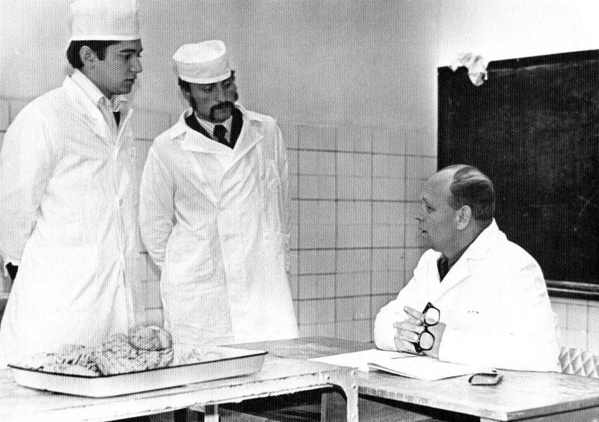 Professor G. N. Petróv com alunos.