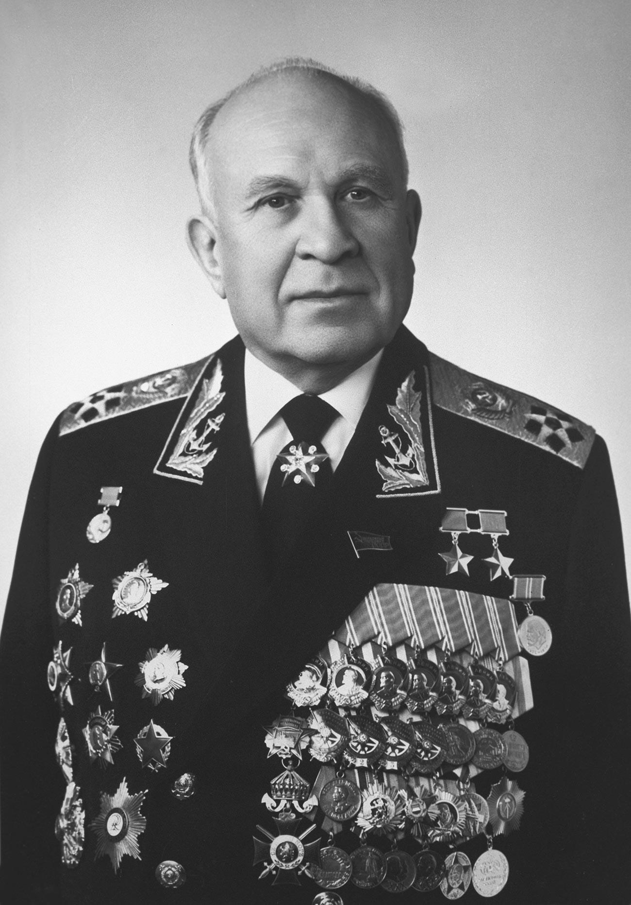 Almirante de la Flota, Héroe de la Unión Soviética Serguéi Gorshkov.