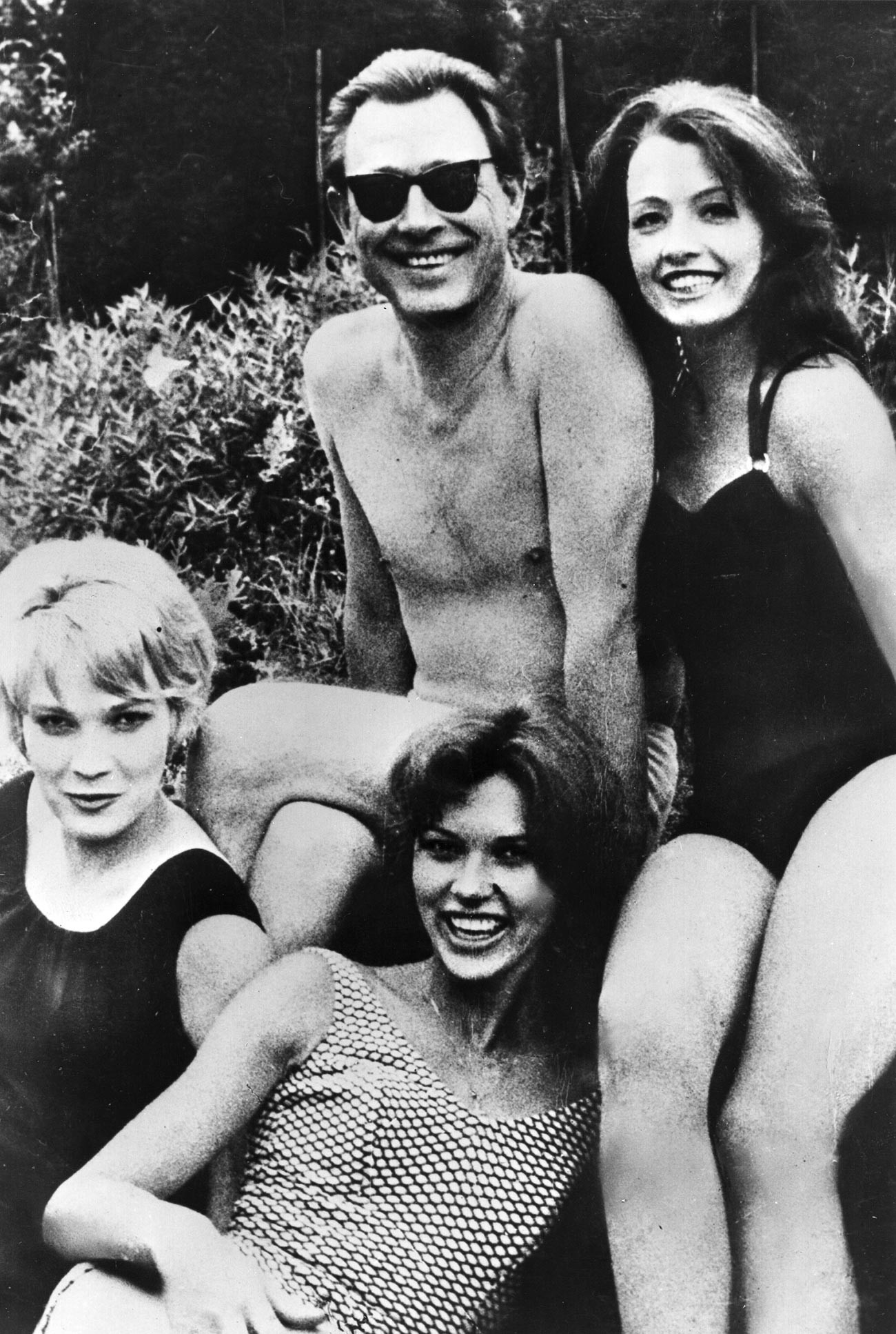 Osteopath Stephen Ward posing with models. Model and showgirl Christine Keeler is on his right. Sally Joan Norie is at the front.