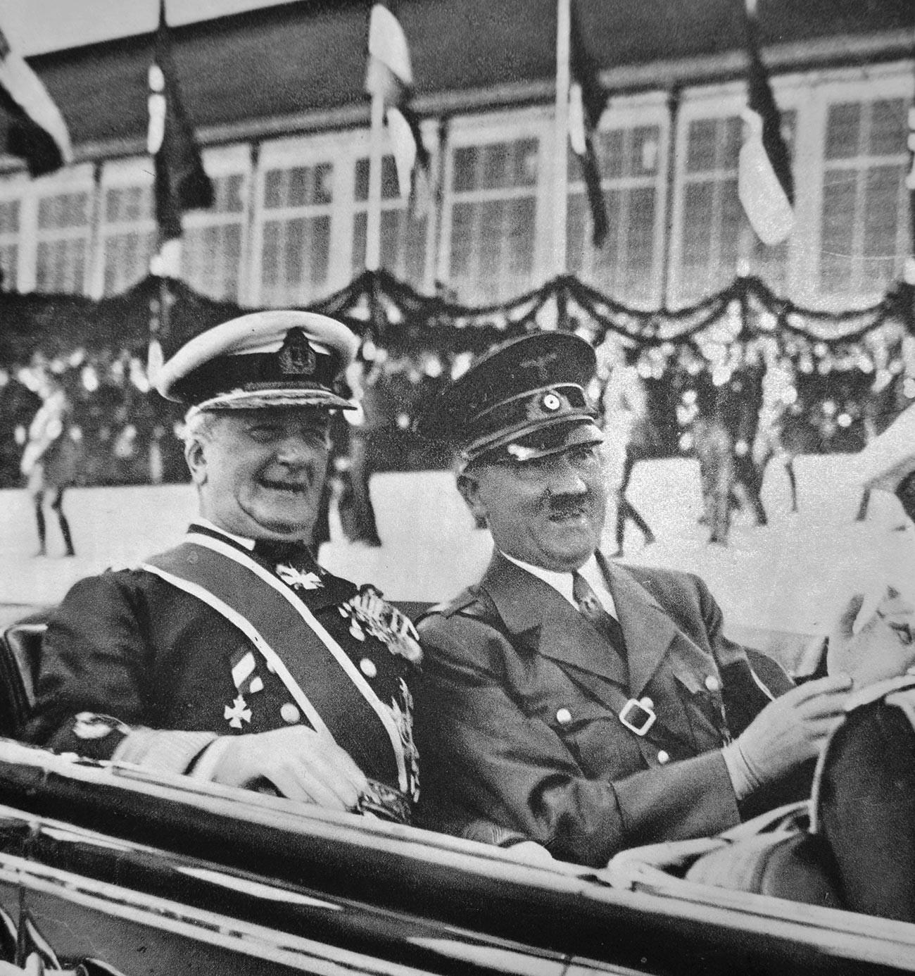 Миклош Хорти и Адольф Гитлер в 1938 году.