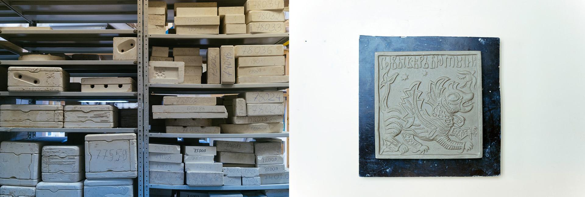 À gauche: variété de motifs pour de futurs carreaux. À droite: un modèle en argile s'apprêtant à être cuit
