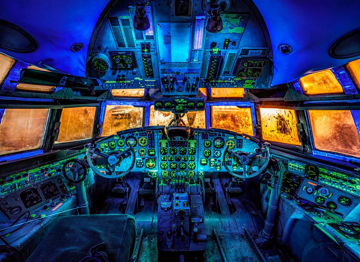 Пассажирский самолет Ил-18