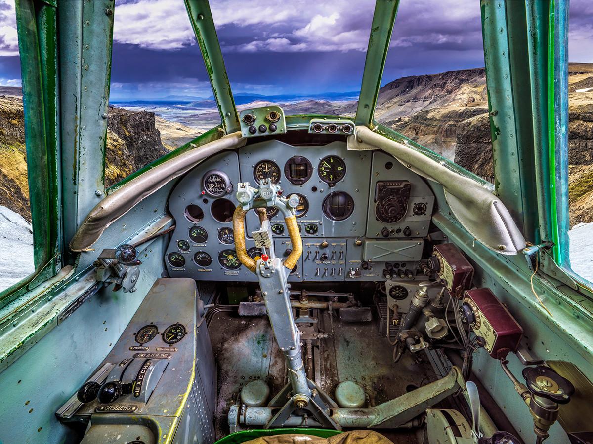 Советский одномоторный самолёт истребитель-бомбардировщик времен Великой Отечественной войны Як-9
