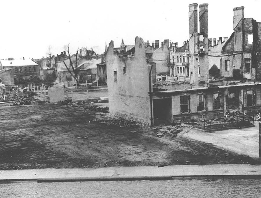 破壊されたミンスクの街。1941年-1942年
