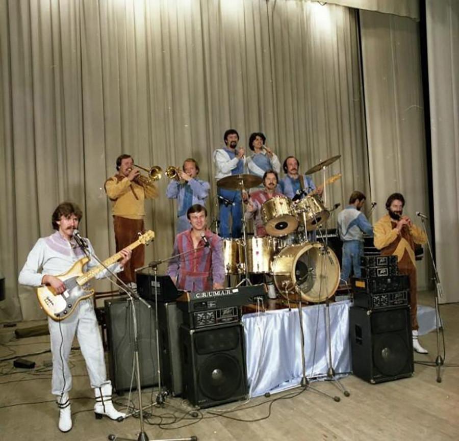 ベラルーシの音楽グループ「シャブルィー」(Сябры)。1984年
