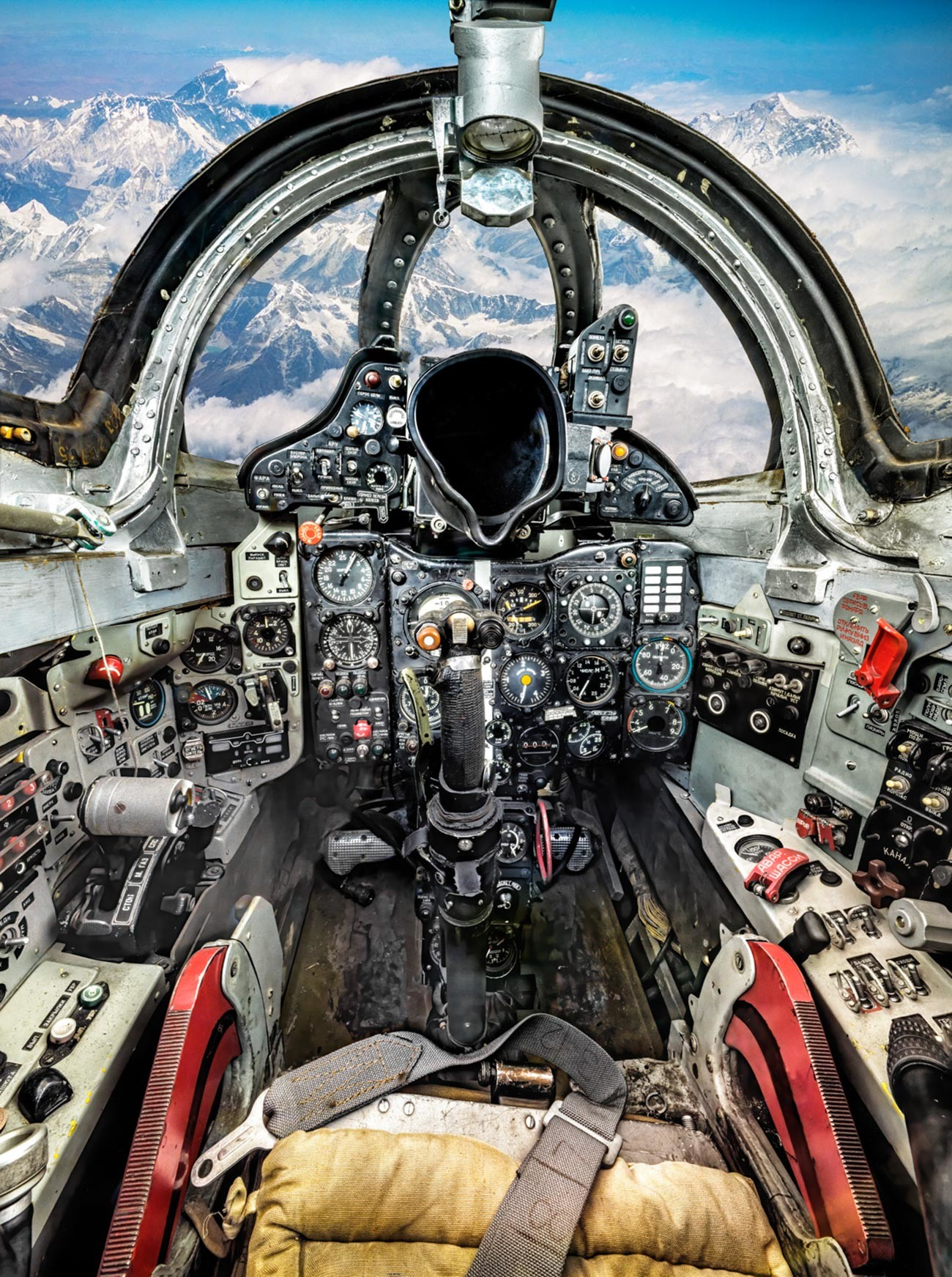 Jet tempur supersonik MiG-21.
